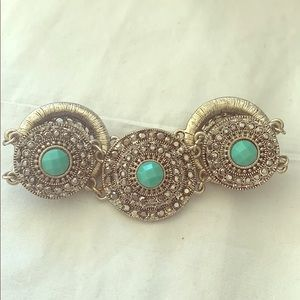 Beautiful silver and turquoise bracelet with clasp